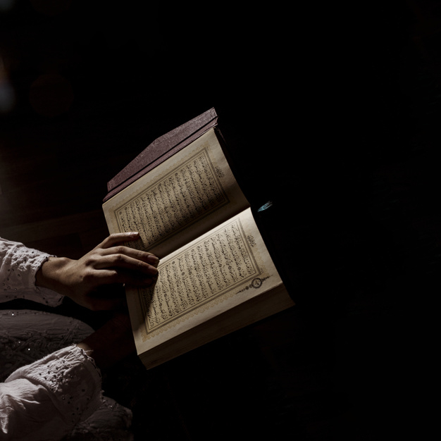 Silhouette of woman reading in quran - Nohat